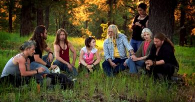 Alaskan Bush People - Billy Brown and Ami Brown and Family
