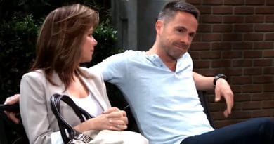 General Hospital Spoilers: Alexis Davis (Nancy Lee Grahn) - Julian Jerome (William deVry)