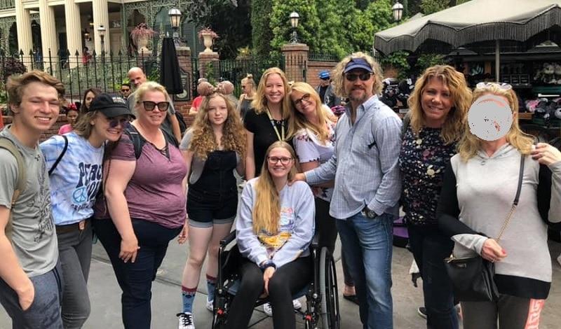 Sister Wives: Kody Brown - Meri Brown - Janelle Brown - Christine Brown - Ysabel Brown in wheelchair