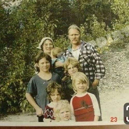 Alaskan Bush People: Ami Brown - Billy Brown - Matt Brown - Joshua Brown - Bear Brown - Gabe Brown - Noah Brown - Snowbird Brown