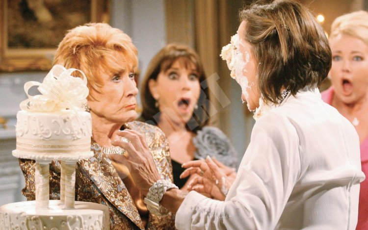 Young and the Restless: Katherine Chancellor (Jeanne Cooper) - Jill Abbott (Jess Walton)