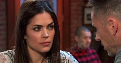 General Hospital: Britt Westbourne (Kelly Thiebaud) - Julian Jerome (William deVry)