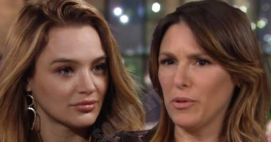 Young and the Restless: Summer Newman (Hunter King) - Chloe Mitchell (Elizabeth Hendrickson)