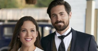 When Calls The Heart: Elizabeth Thornton (Erin Krakow) - Nathan Grant (Kevin McGarry) - Lucas Bouchard (Chris McNally)